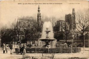 CPA   Sens - Le Jet d'Eau du Tapis-Vert , Hotel-de-Ville et Cathédrale  (358633)