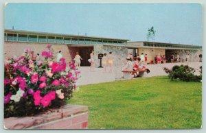 St. Clair Michigan~Metropolitan Beach Bath House~People in Swimsuits~1950s