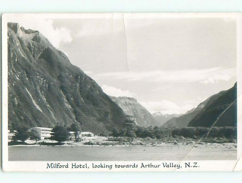 Bent - 1960 RPPC - MILFORD HOTEL IN SELWYN South Island NEW ZEALAND p2581