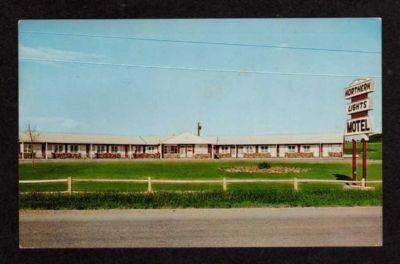 ME Northern Lights Motel PRESQUE ISLE MAINE Postcard PC