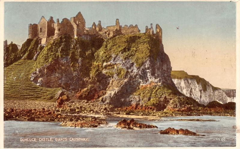 GIANTS CAUSEWAY NORTHERN IRELAND UK DUNLUCE CASTLE CARBO COULOUR POSTCARD 1910s
