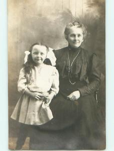 Pre-1910 rppc CUTE GIRL WITH BIG SMILE & BOWS IN HAIR WITH MOM r6601