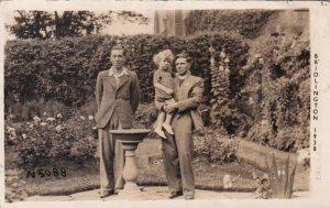 RP ; BRIDLINGTON , England, 1938 ; 2 men and a girl