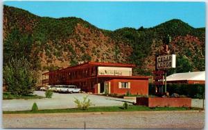 Glenwood Springs, Colorado Postcard CEDAR LODGE Highway 82 Roadside 1950s Unused