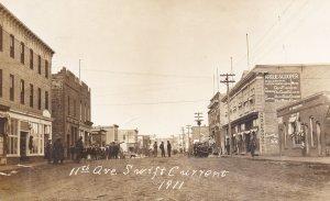RP: SWIFT CURRENT , Saskatchewan , Canada , 1911 ; 11th Avenue (Dirt)
