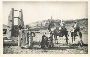Algeria postcard Ethnic types and scenes Beni Isguen under the city walls