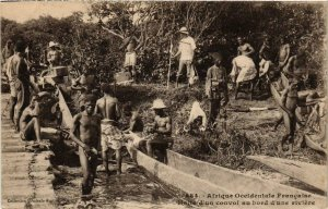 CPA AK Fortier 484 Halte d'un convoi au bord d'une riviere SENEGAL (812193)