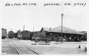 DOUGLAS, GEORGIA GEORGIA & FLORIDA TRAIN DEPOT-1933 RPPC REAL PHOTO POSTCARD