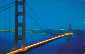 USA The Golden Gate Bridge with the City in the background 04.20