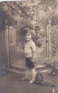 RP; Herzlichen Gluckwunsch zum Geburtstag, Happy Birthday, Little Boy holdi...