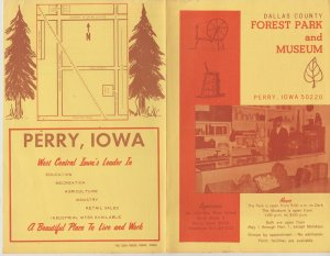 Perry, Iowa Dallas County Forest Park and Museum Fold-Out Brochure, Vintage