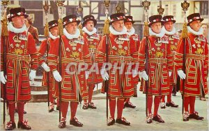 Postcard Modern Yeomen Warders at the Tower of London