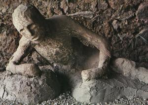 Italian Skeleton Found In Garden Of Lava Horror Pompei Postcard