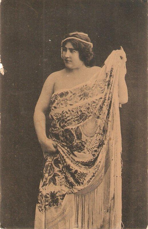 Elegant Stage actress. Bare shoulders Old vintage, antique Spanish postcard