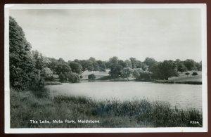 dc76 - ENGLAND Maidstone 1948 Mote Park Lake. Real Photo Postcard