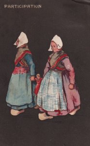 PARTICIPATION, PU-1904; Dutch Girls holding hands with doll; TUCK #6110