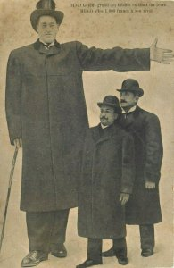 The giant Hugo offers 1000 francs to his rival tallest man world record postcard