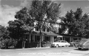 Beulah Michigan~Northway Hotel & Street Scene~Classic Cars in Front~1950 RPPC