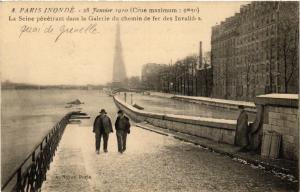 CPA PARIS INONDE 8 La Seine penetrant dans la Galerie du chemin de fer (561903)