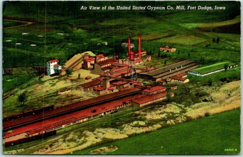 Fort Dodge, Iowa Postcard Aerial View / United States' Gypsum Co. Mill Linen