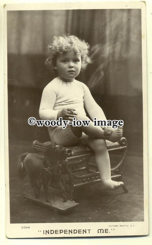 su1922 -   Independent Me a Young Child sittting on Stool, Smoking! - postcard