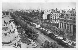 France Paris - L'Avenue des Champs-Elysees animee cars 1949