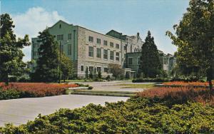 Library , University of British Columbia , VANCOUVER , B.C. , Canada , 30-40s