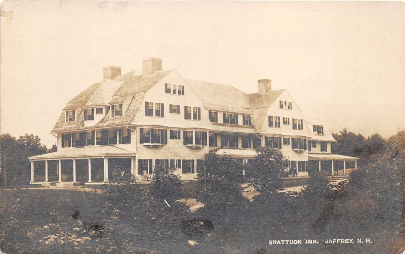 Jaffrey New Hampshire~Shattuck Inn~People on Bench in Front~1919 RPPC
