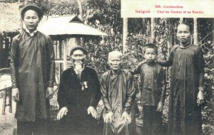 Cochinchine Saigon Chef de Canton et sa Famille 03.75