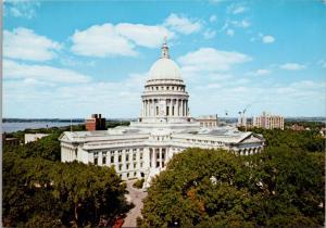 Wisconsin State Capitol Madison WI Unused Vintage Postcard D53