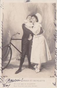 Romantic Couple Amour Et Bicyclette Real Photo