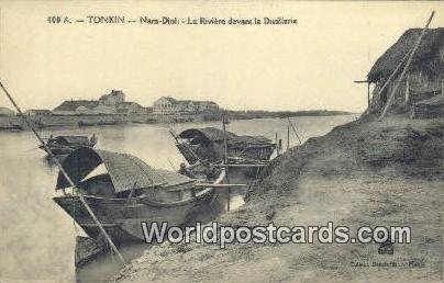 Nam Dinh, La Riviere devant la Distillerie Tonkin Vietnam, Viet Nam Writing o...