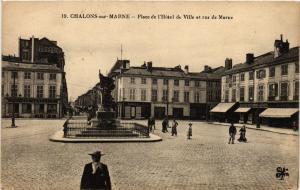 CPA Chalons-sur-Marne - Place de l'Hotel de Ville et rue de Marne (742859)