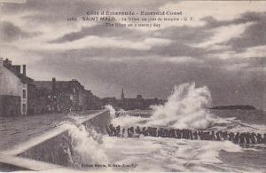 France Saint Malo Le Sillion un jour de tempete