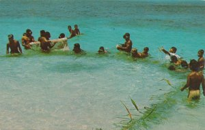 Net Fishing in Micronesia - Pacific Oceania - Message in Chuukese - pm 1970