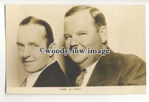 b3470 - Film Actors - Stan Laurel & Oliver Hardy - postcard by Film Weekly