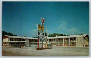 Kearney Nebraska~Best Western Inn~Roadside Motel~Big Spur Sign~1950s Postcard