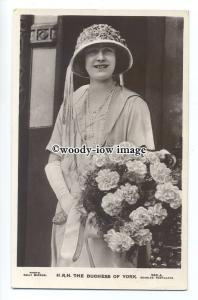 r1261 - The Duchess of York - ( Elizabeth Bowes-Lyon ) with bouquet - postcard