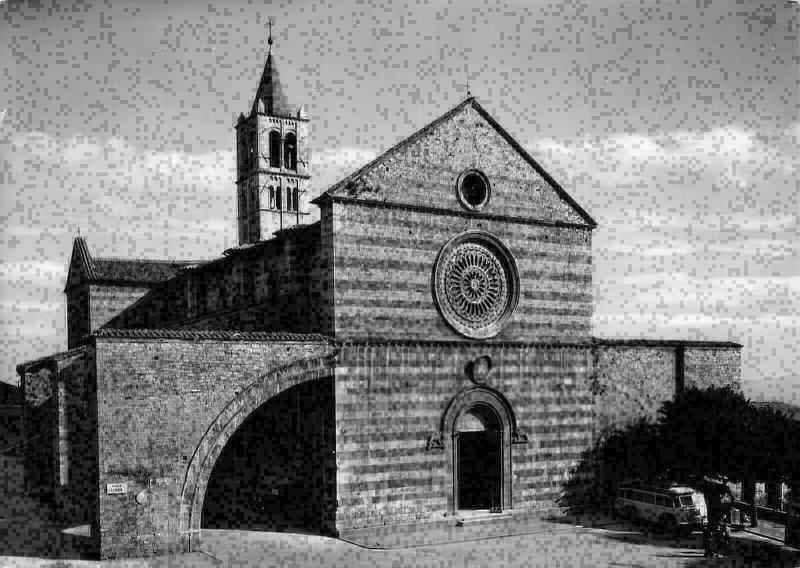 Italy Assisi St Clare Gotic Romanic Church of Philip da Campello Postcard