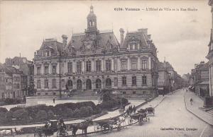 VANNES , France , 00-10s : L'Hotel de Ville et la Rue Hoche