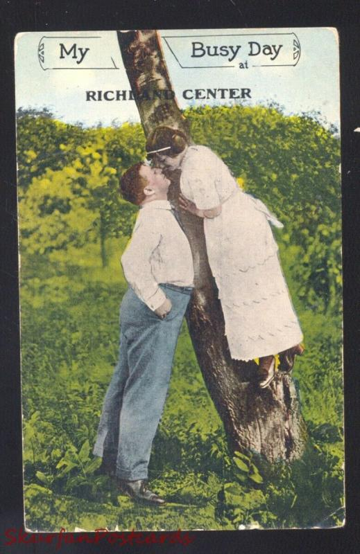 RICHLAND CENTER WISCONSIN LOVERS CLIMBING TREE ANTQUE VINTAGE POSTCARD