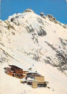 Hotel Schneefernerhaus mit Gipfelbahn zum Zugspitzgipfel und Hangbahn