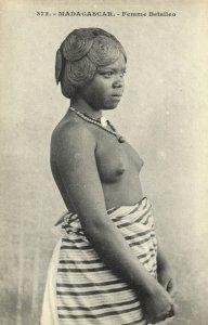 PC CPA ETHNIC NUDE FEMALE BETSILEO TYPE, MADAGASCAR Vintage Postcard (b5370)