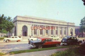 POST OFFICE, KENOSHA, WI circa 1956 Pontiac and Nash