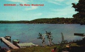 Michigan, MI, The Water Wonderland, Cozy Beach, Chrome Vintage Postcard g8920