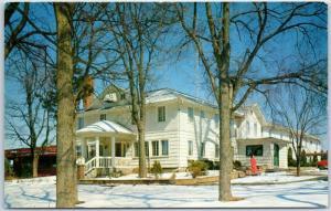 Lake Delton, Wisconsin Postcard DELL VIEW HOTEL Winter Scene c1950s Unused