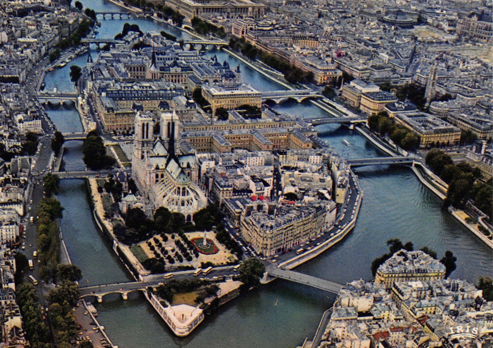 Postcard PARIS Aerial view of Ile de la Cite and Notre-Dame, France B39 / HipPostcard