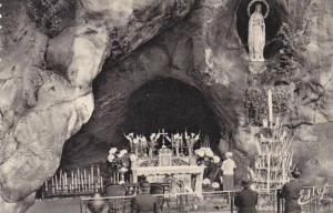 France Lourdes La Grotte Miraculeuse Photo