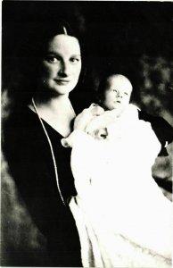 CPA AK La Reine Astrid met her Princesse BELGIAN ROYALTY (827502)