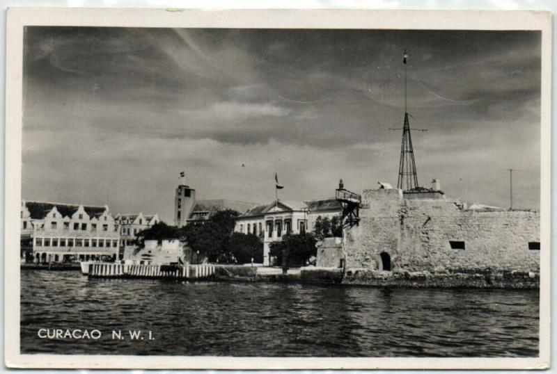 curacao, N.W.I., WILLEMSTAD, Old Fort, Harbour Entrance (1940s) RPPC